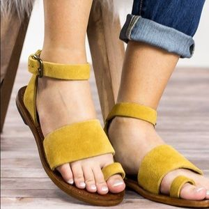 Free People Torrence Yellow Sandals🤩